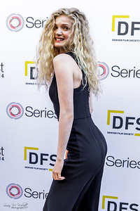 Elena Kampouris