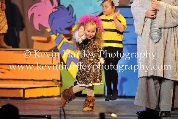 Aliza Hurley (5) as one of Citizens of the Jungle of Nool and Circus Animal, steps up and gives a wave to the crowd during a performance (Kevin Hartley Photography)