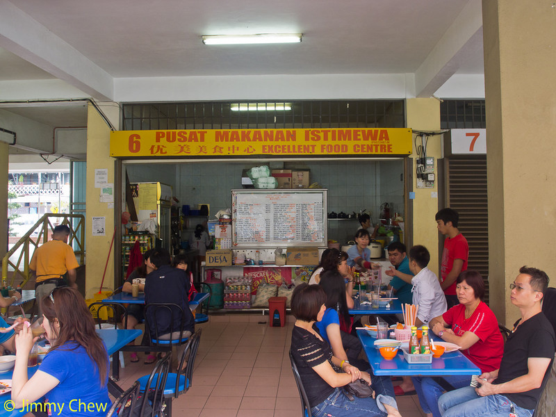 Not your usual heavily-commercialised restaurant. Offers simple lunch but with varieties. Serves non-halal Chinese food. Located inside Tanah Rata Food Court.