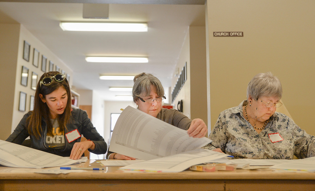 Justin Sheely | The Sheridan Press<br /> Sheridan County Democrats vice chair Molly Dow, left, counts the attendance with volunteers Wendy Daniels and Lois Logan, right, during the Sheridan County Democratic Convention at First Christian Church Saturday, April 14, 2018.
