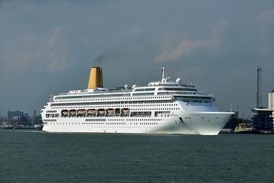 ORIANA taken from Hythe Pier on 14 July 2013