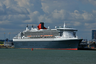 QUEEN MARY 2 taken from Hythe Pier on 13 July 2014