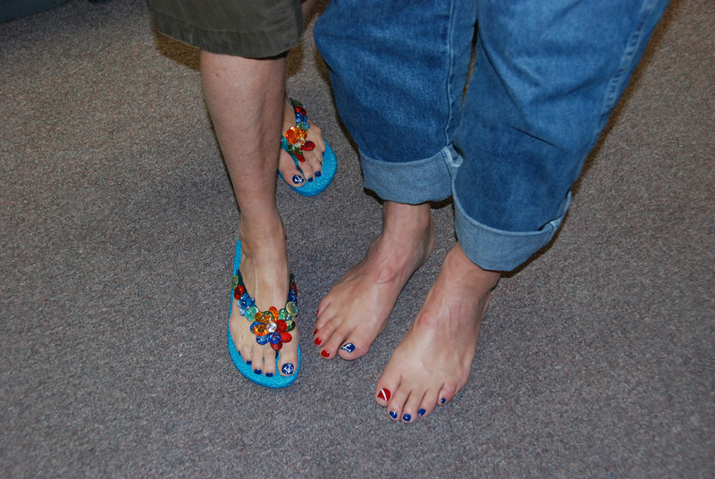Dwight and Charlotte show off their matching pedicures