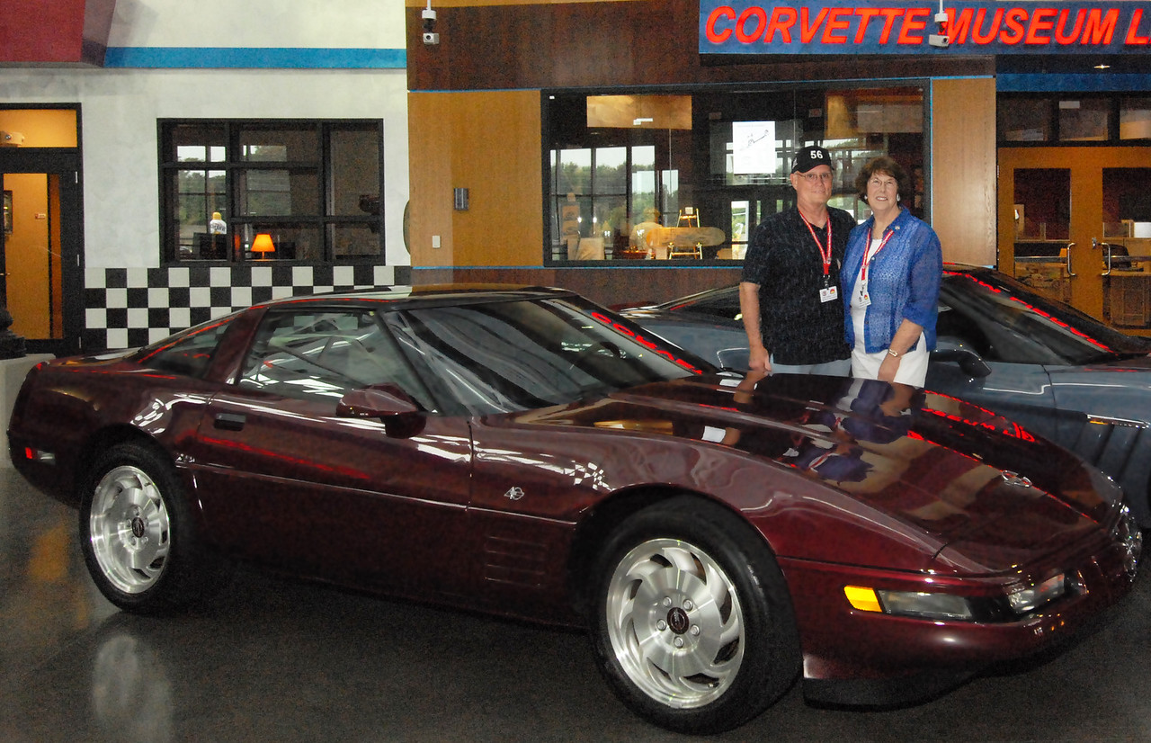 Hill and Karen Clark donate their 1993 40th Anniversary Corvette to the Museum.  Permission given to use this image with credit to the National Corvette Museum