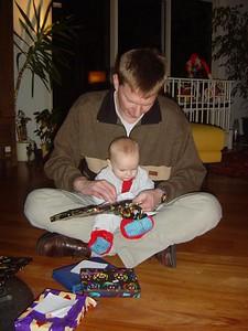 I wanna help, dad! I like tht paper!!
