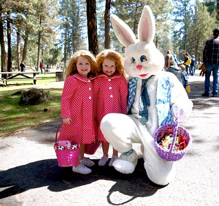 5 year old Twins Brooklyn & Madison Moffit with the Easter Bunny