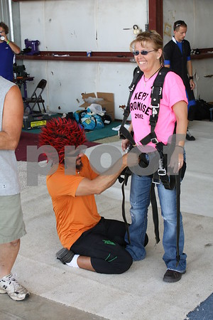 Sky Diver Jason gets Shelly Kolls ready