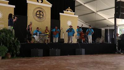 "University of Hawai'i's Tuahine Troupe - ""impromptu"" dance [VIDEO]"