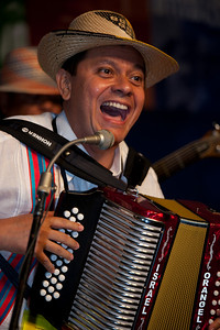 Orangel Maestre Socarras of Estrellas del Valiento playing music from the Columbian Caribbean Coast
