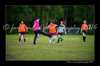 DSC_2400-12x18-06_2014-Soccer-W