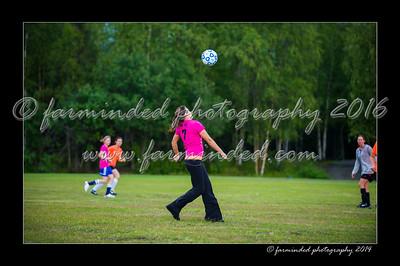 DSC_2456-12x18-06_2014-Soccer-W