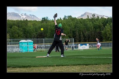 DS5_9007-12x18-05_2016-Softball-W