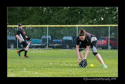 DS5_8961-12x18-05_2016-Softball-W