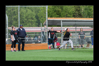 DS5_8983-12x18-05_2016-Softball-W