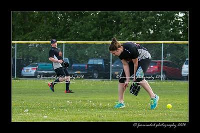 DS5_8964-12x18-05_2016-Softball-W