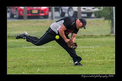 DS5_8876-12x18-05_2016-Softball-W