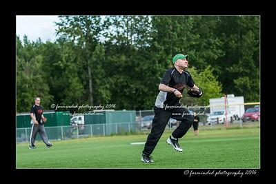 DS5_8959-12x18-05_2016-Softball-W