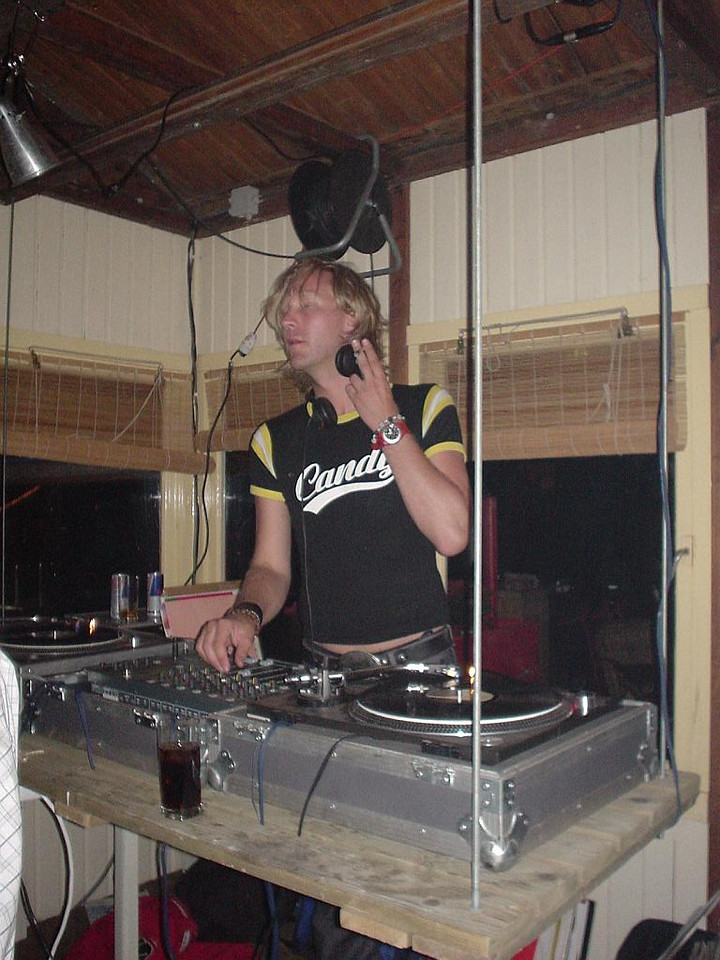 DJ Zoë Noa (hotel Arena) or DJ Didier Stijn (Supper club)<br> Dunno his name. This is the 2nd one, I missed the first one...