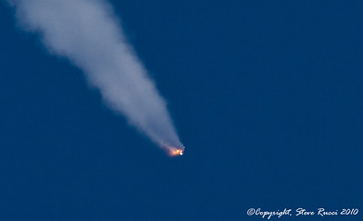 100% crop of previous solid rocket booster separation picture.