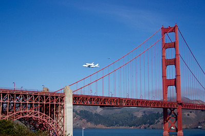 The Space Shuttle Endeavor's final victory lap over the San Francisco Bay Area ref: b7c8dc95-64d0-41c6-bf52-9934eb265bdb