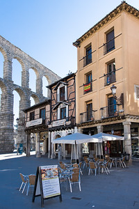 Cafe and Roman Aquaduct