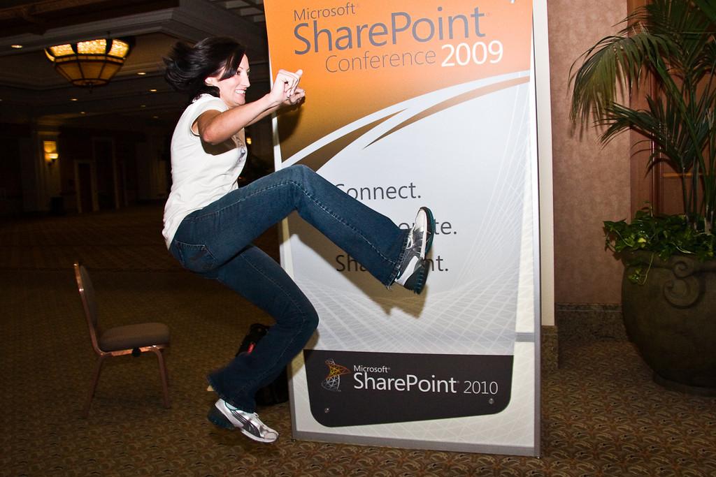 Bad-ow! @sharepointsara shows mad ninja skills