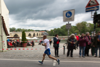Top runner at km 38 on the banks of the Danube river. In the background: Stone Bridge (Steinerne Brücke) built in 1146.