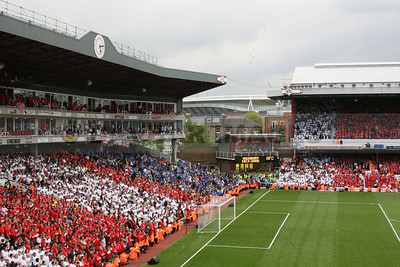 View of Emirates Stadium from Highbury at the last Arsenal league match in Highbury (May 2006)