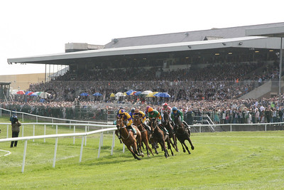 Friday of the Punchestown Festival drew a record attendance of 32,883 (April 2007)