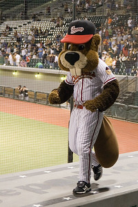 Mascot Portland Beavers vs Sacramento River Cats