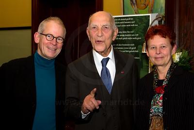 Stéphane Hessel mit Antje Starost und Hans Helmut Grotjahn Starost Film Berlin