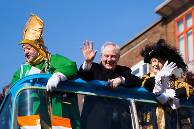 Dignitaries take to the open top bus during the Birmingham St. Patricks Festival Parade