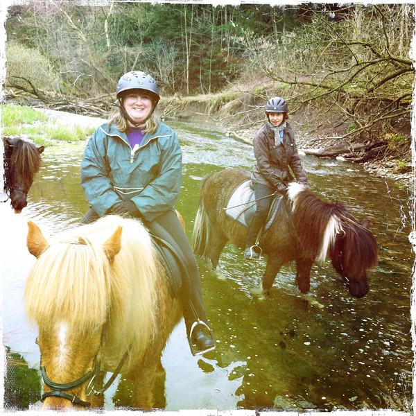 Andrea/Vikingur & JoAnne/Flygill (<i>photo:  Steven Barber</i>)