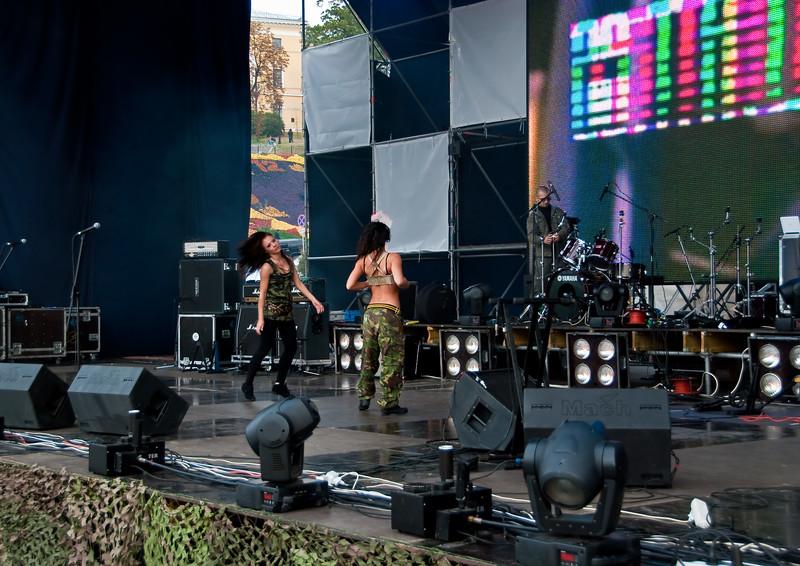 Dancing girls on Stalker Fest 2009