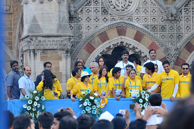 Tina Ambani and other celebs waving to the crowds.  Standard Chartered Mumbai Marathon 2010. Mumbai, India. January 17, 2010.
