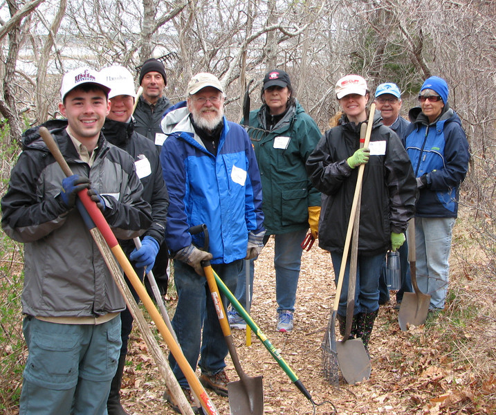 Every log lifted, every weed pulled, and every shovel of compost spread contributed to a wonderfully successful Statewide Volunteer Day.