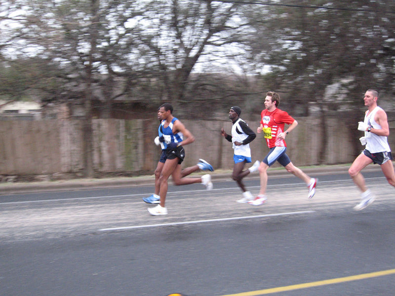 Front runners at mile 4