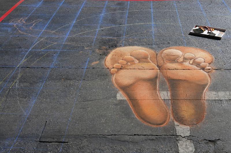 Eddie Moreno starts with the feet