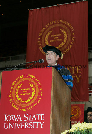 President Geoffroy addresses graduates during the 2006 Summer Graduation Commencement on Saturday, August 5, 2006 at Hilton Coliseum.