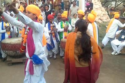 Video clip of Surajkund Crafts Mela, Haryana (Delhi), India, Feb 2011. Short video clip shot on Samsung Galaxy S mobile phone.
