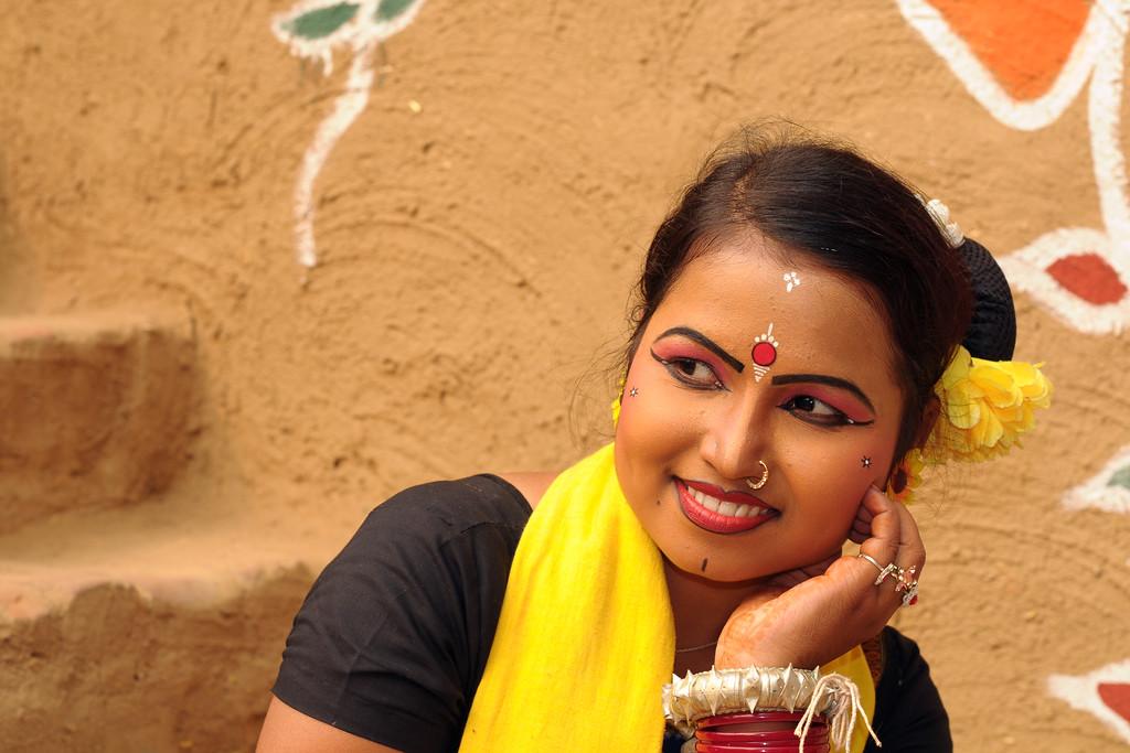 Smt. Sarita Mahanty from Orissa is a Sambhalpuri dance performer. Artists at the Surajkund Crafts Mela 2009, Haryana, North India. The Suraj Kund Mela is an annual fair held near Delhi. Folk dances, musical performances, handicrafts on display & sale and and a lot of fun & excitement for everyone.