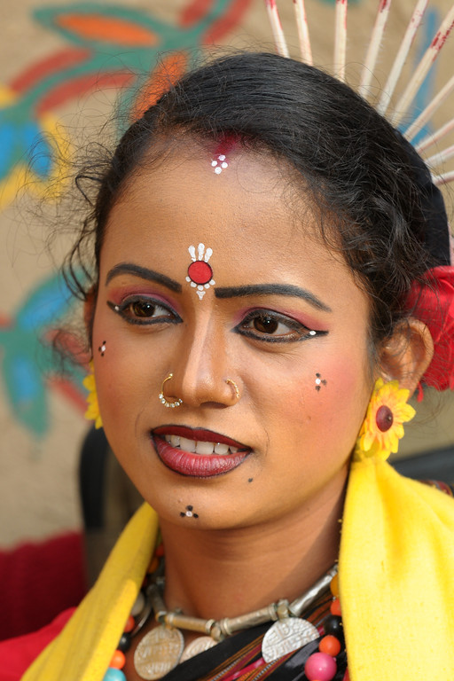 Smt. Sumitra Singh from Dayal Sangeet Academy, Rasulgarh, Bhubaneshwar, Orissa. This girl artist performed the Odissi Classical dance and Sambalpuri Folk dance at the Surajkund Crafts Mela 2009, Haryana, North India.