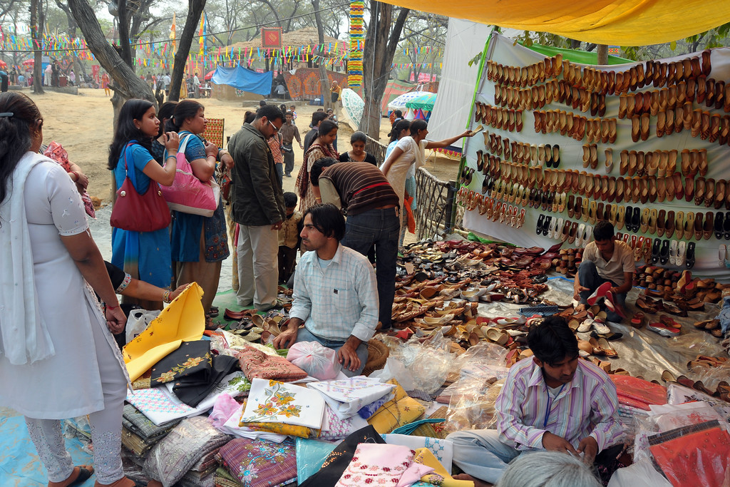 Lot of shopping opportunities at the Suraj Kund Mela 2009 held in Haryana (outskirts of Delhi), North India. 