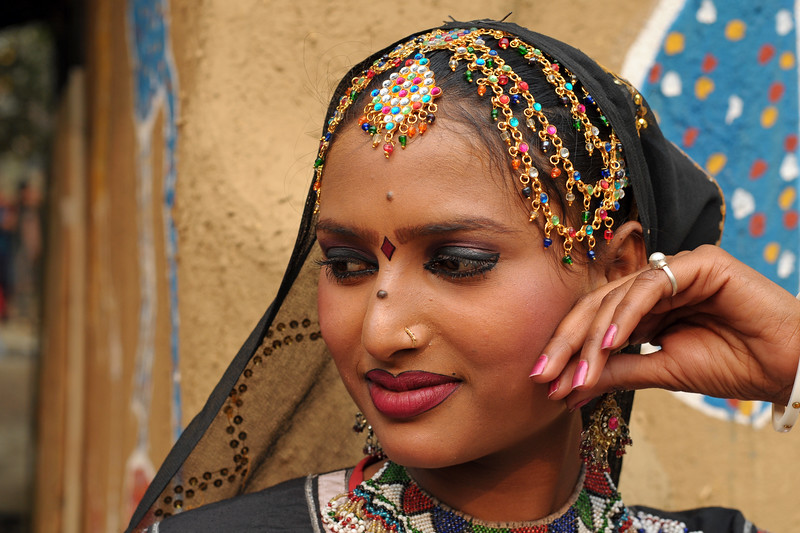 Radha Sapera, an artists from Rajki-Puran Nath Sapera & Party, Jaipur photographed at the Suraj Kund Mela 2009 held in Haryana (outskirts of Delhi), North India. The Suraj Kund Crafts Mela 2009, Haryana, North India. The Suraj Kund Mela is an annual fair held near Delhi. Folk dances, musical performances, handicrafts on display & sale and and a lot of fun & excitement for everyone.
