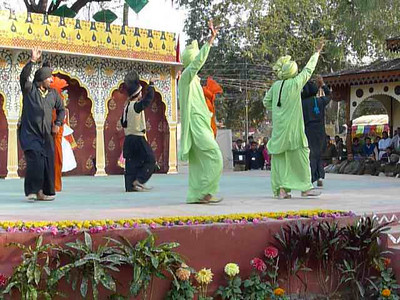 Short video clips of Bhangra from Punjab at Surajkund Mela 2010, Haryana (near New Delhi), February, 2010