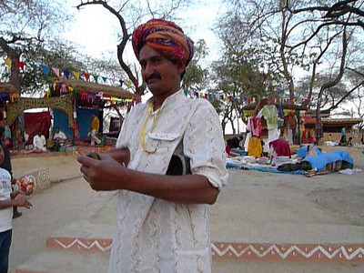 Short audio-video clip of award winning artist playing on an instrument called ek-tara (one string). Surajkund Mela 2010, Haryana (near New Delhi), February, 2010