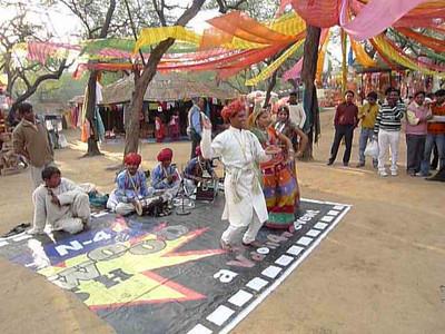 Short audio-video clip of Rajasthani folk song and dance at Surajkund Mela 2010, Haryana (near New Delhi), February, 2010