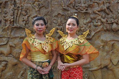 The dance troupe from Thailand had four dancers. Serng Kratip Khoa is a traditional dance which is performed with lively rhythm in the North east of the Thailand. Dance is the main dramatic art form in Thailand and is very intrinsic in their culture, commented Nuchavee Nilsuwan whose dance troupe had won the hearts of many.