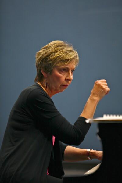 Susan Svercek , Pianist