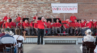 The Knox County Alumni Club spokesman introduces the band
